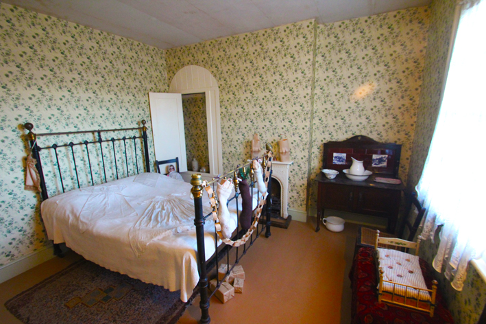 Top Ten Victorian interiors DH Lawrence Birthplace Museum Eastwood Bedroom wallpaper