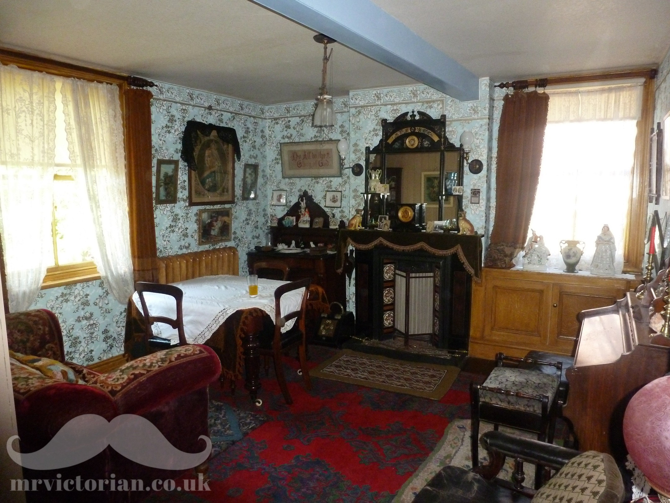 Victorian house tour parlour. Visit www.mrvictorian.co.uk