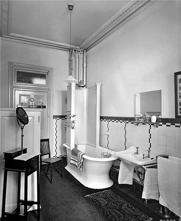 1914 Edwardian bathroom